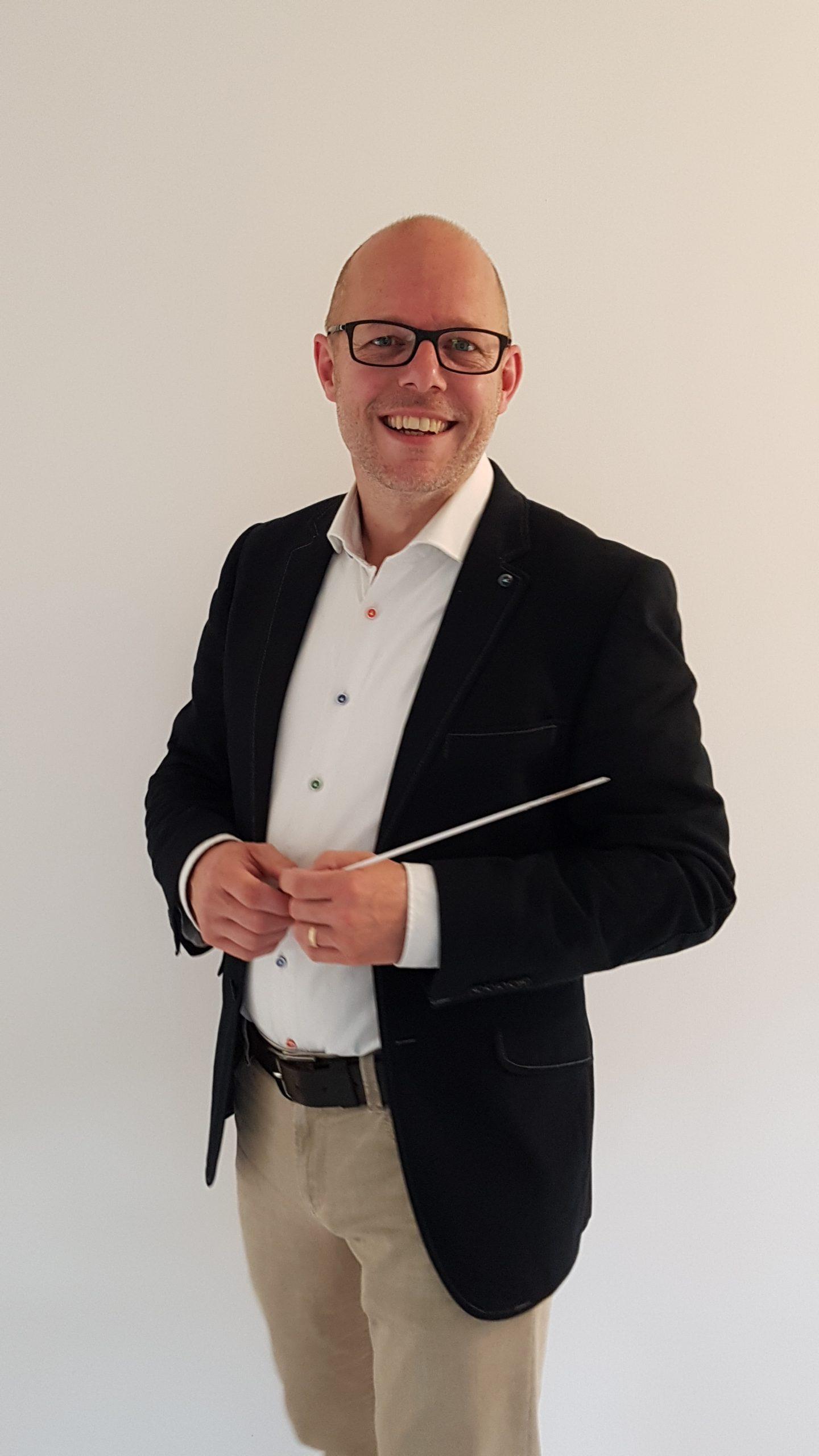 Dennis Lebens, dirigent van onze jeugdharmonie!